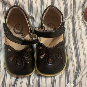 Livie and Luca Petals sz 7 Black New without box